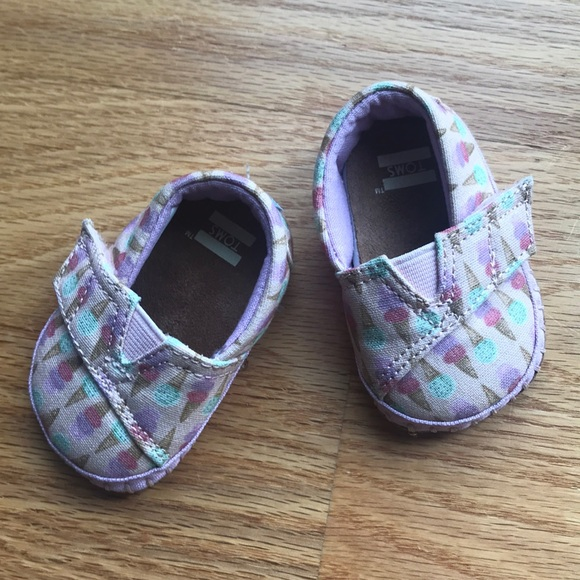 Toms Other - Baby girl ice cream cone Toms crib shoes